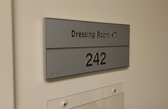 0926151258_HDR_dressingroom